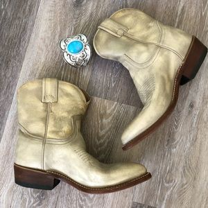 Frye Billie Pointed Toe Short Shaft Boots 6.5 B